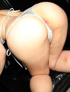 Akane Ozara shoves toys in her butt