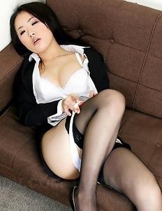 Sexy babe Ai Mizushima showing off