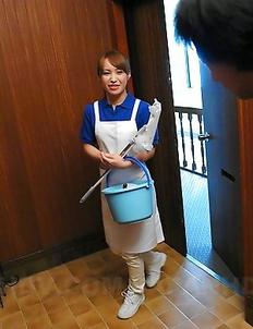 Slutty cleaning lady Yukari Toudou