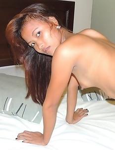 Dark-skinned Filipina Mhikaella