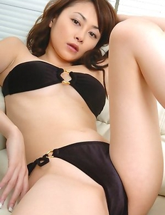 Anri Sugihara spoils generous bazoom bas with shower on bra