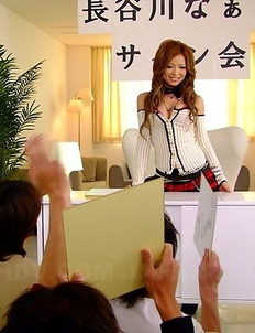 Naami Hasegawa moaning for fans.