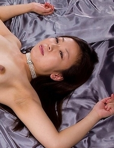 Tight booty babe Shizuka Maeshiro gives a great assjob to her horny partner