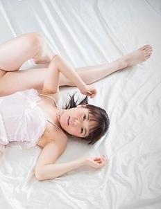 Perfect girlfriends Araki Mai and Kawagoe Yui worship each other's sexy toes